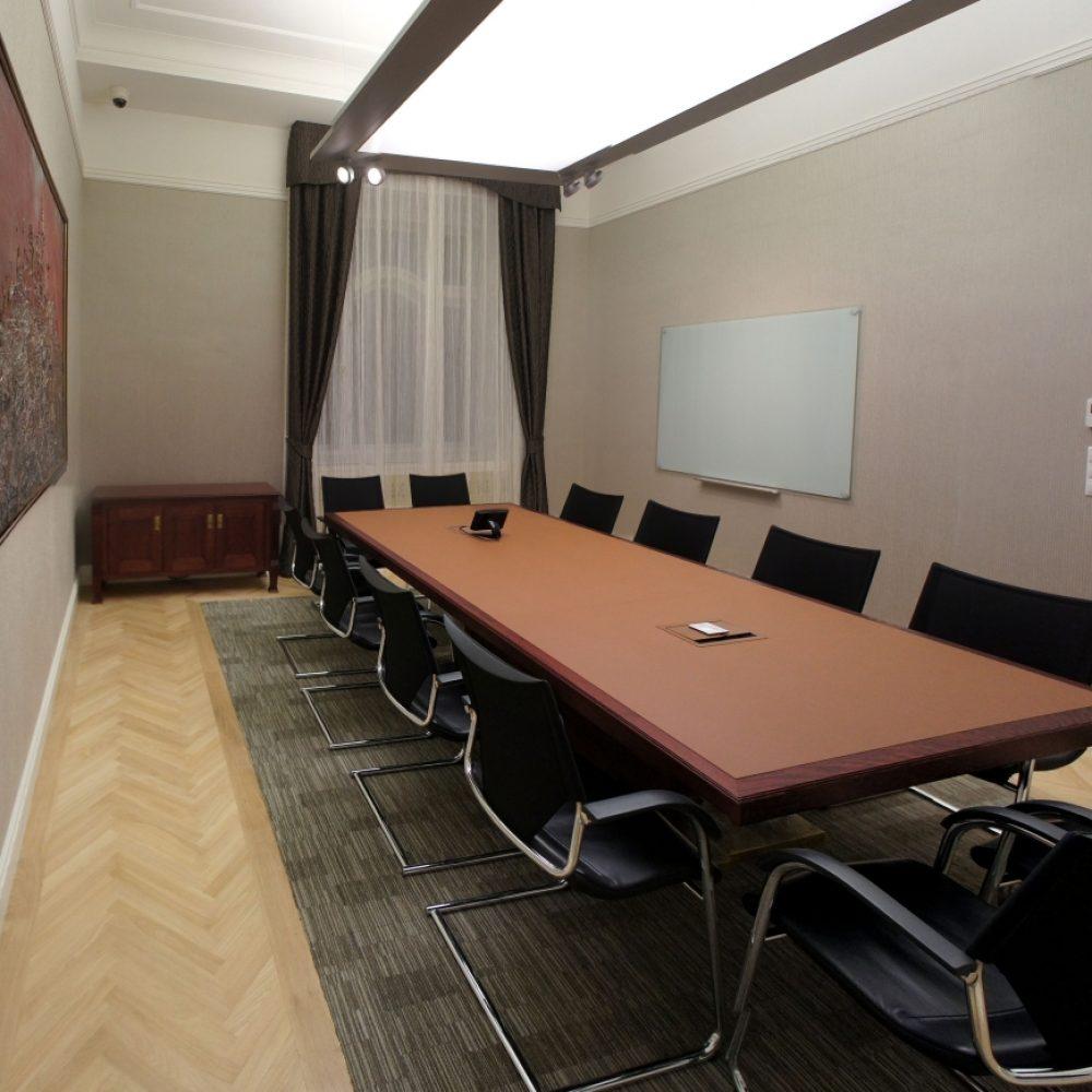 Elnökhelyettesi irodacsoport egy műemlék-jellegű épületben